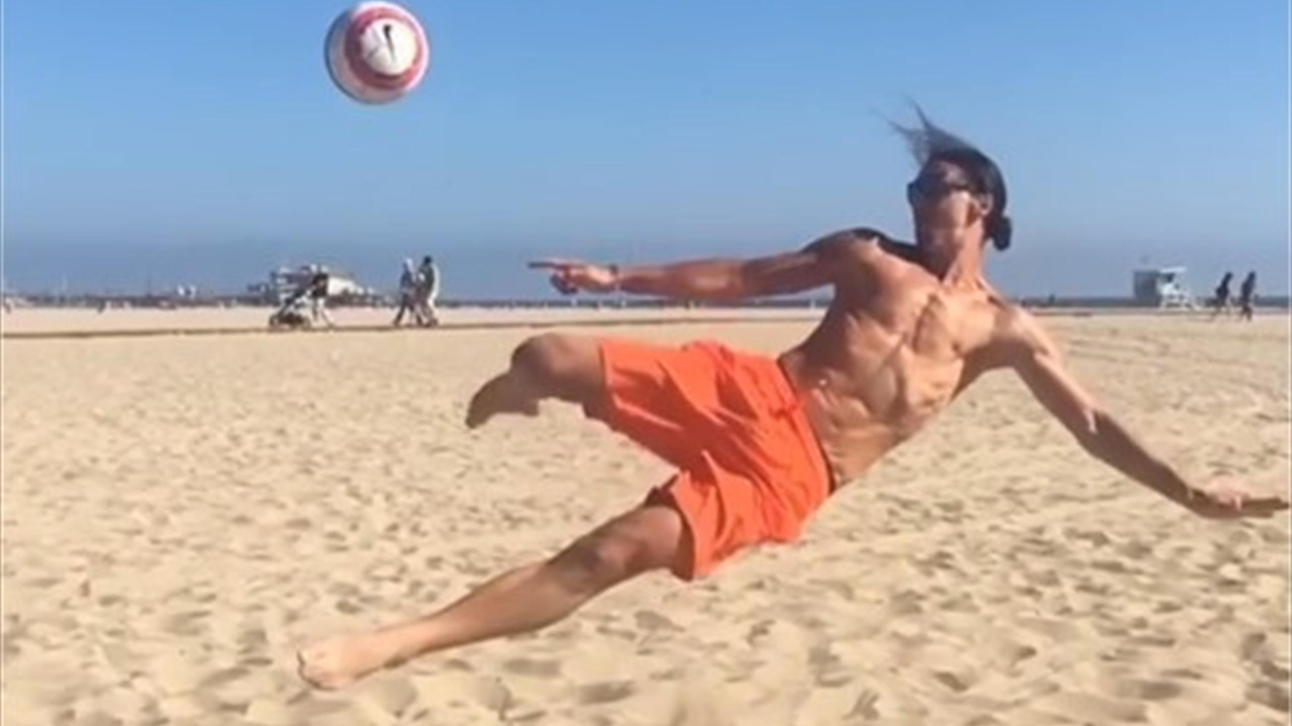 Zlatan Ibrahimovic performs stunning scissor kick on Venice Beach (Instagram)