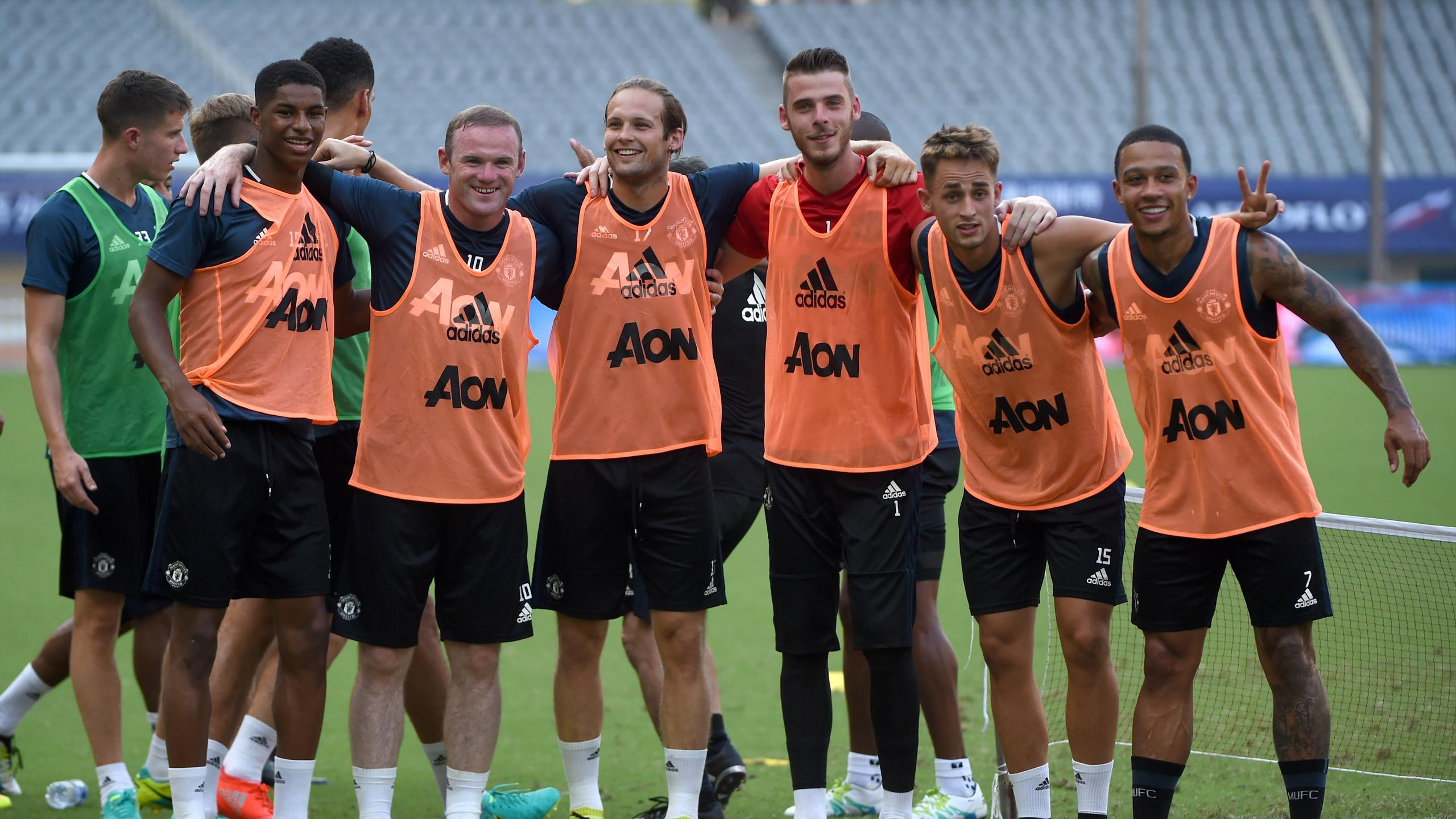 Manchester United's Wayne Rooney (front 2nd L) takes part in a training session with teammates ahead of the 2016 International Champions Cup football match between Manchester United and Dortmund in Shanghai