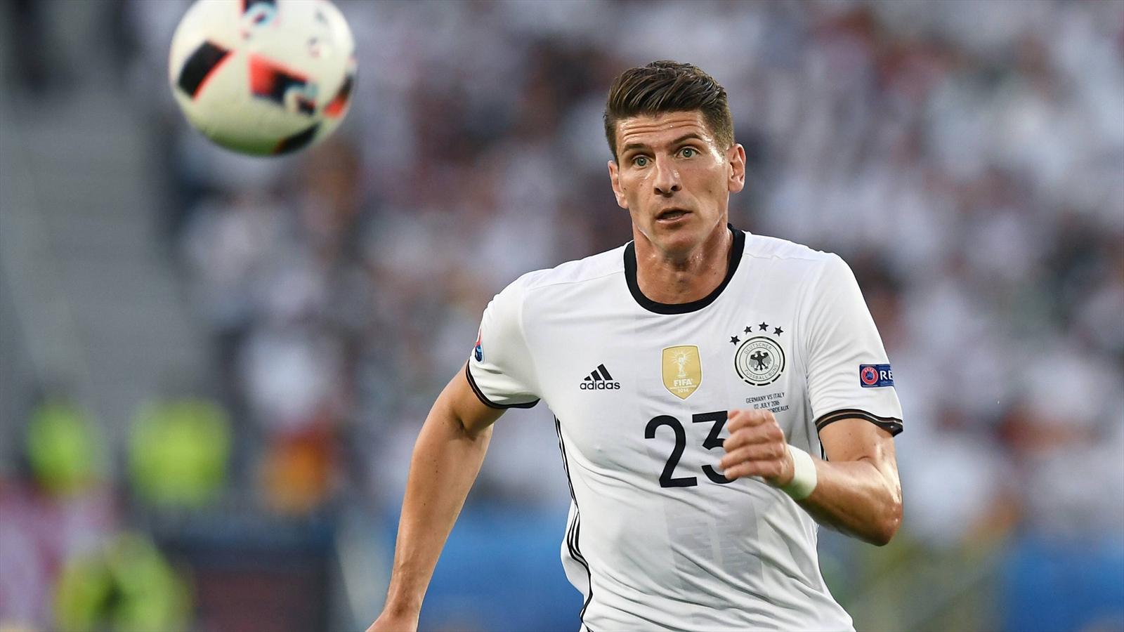 Germany striker Mario Gomez signs for Wolfsburg - Football - Eurosport