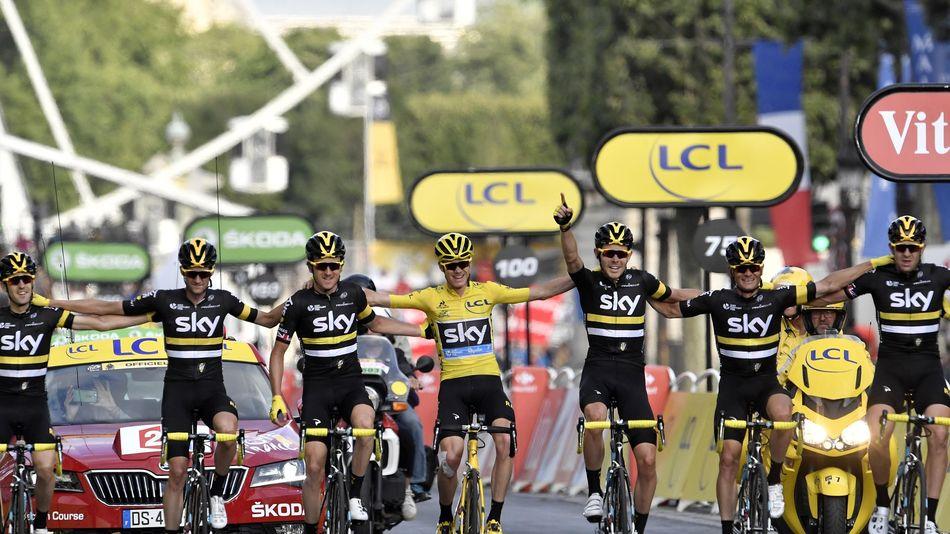 Chris Froome et le Team Sky à l'arrivée du Tour 2016