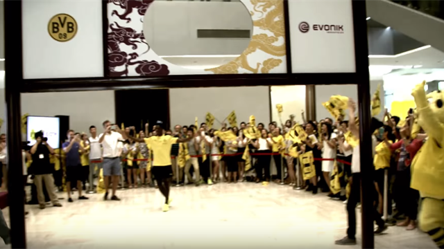 En Chine, Dembélé fait le show lors d'une exhibition technique