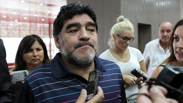 Maradona nei guai a Madrid, la Polizia lo interroga dopo un alterco con la compagna