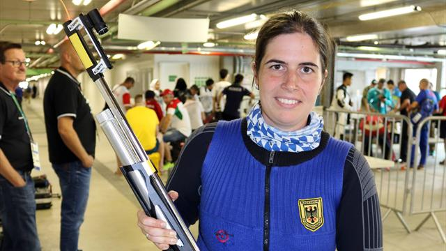 Немка Барбара Энгледер выиграла золото в стрельбе из трех положений