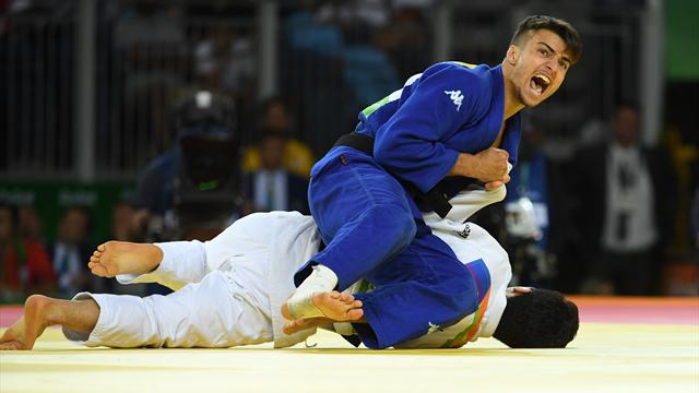 Italy's Basile stuns top seed to take gold