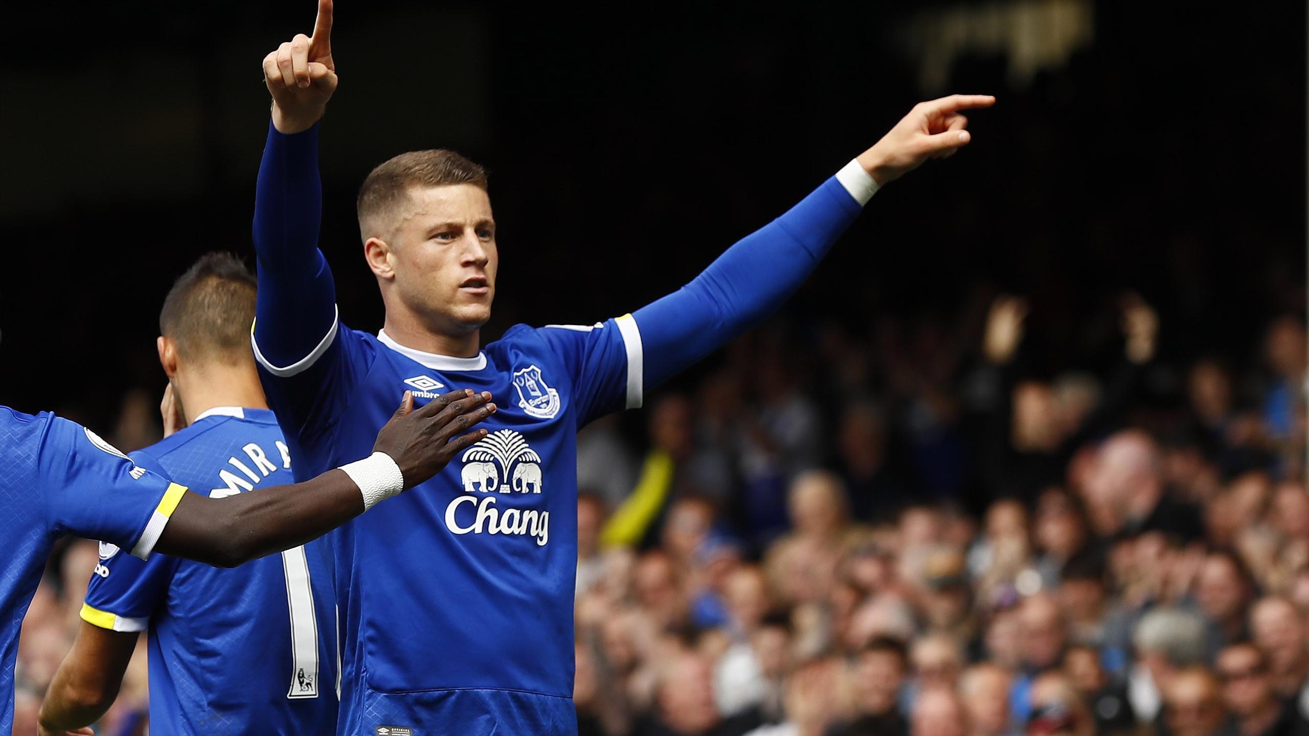 Everton's Ross Barkley celebrates scoring their first goal