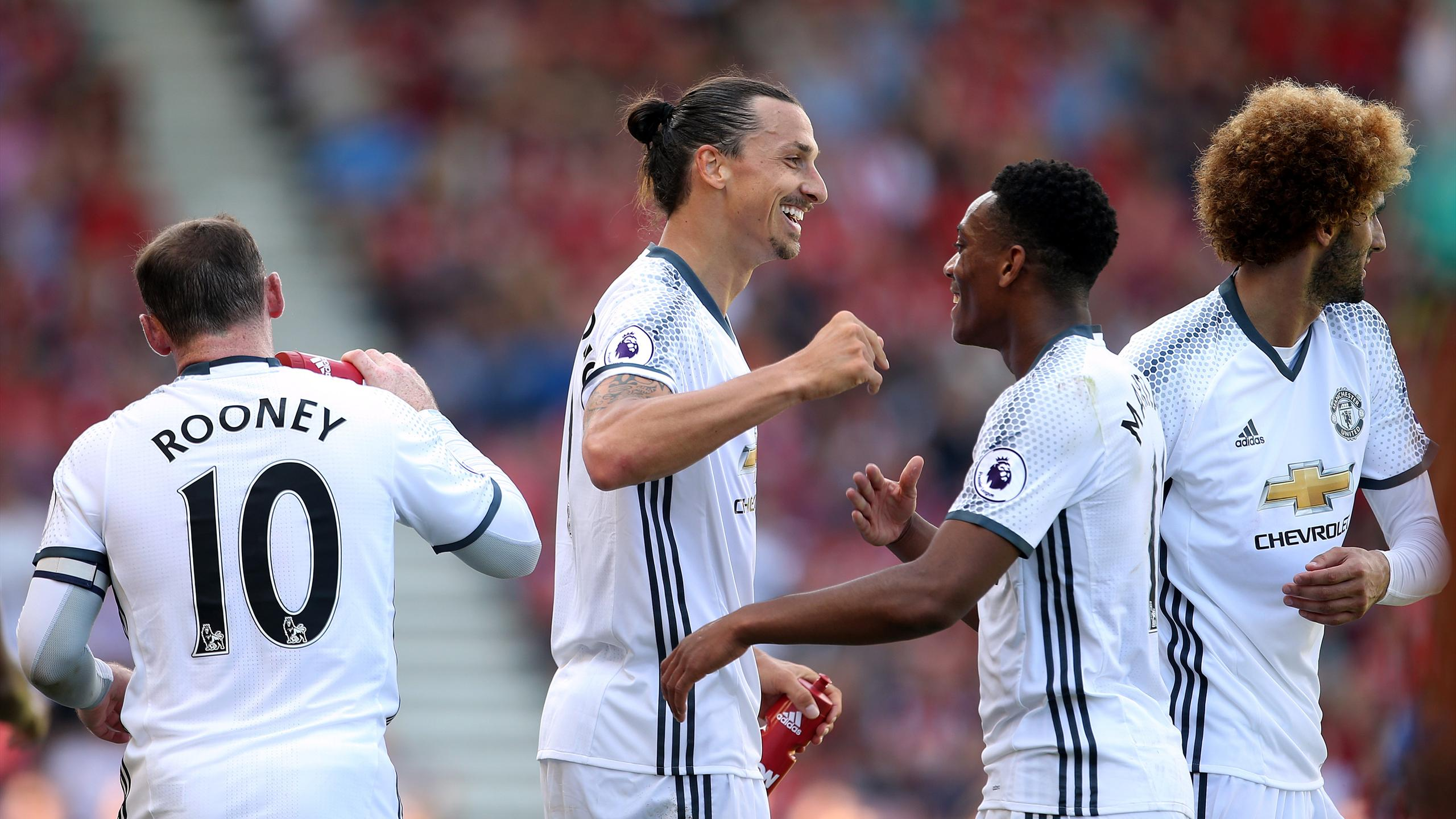 Manchester United's Zlatan Ibrahimovic (centre) celebrates scoring his side's third goal of the game