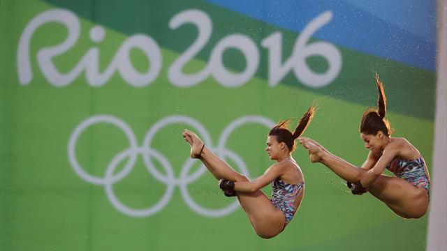 Бразильская прыгунья в воду выставила из номера соседку, потому что захотела переспать с гребцом