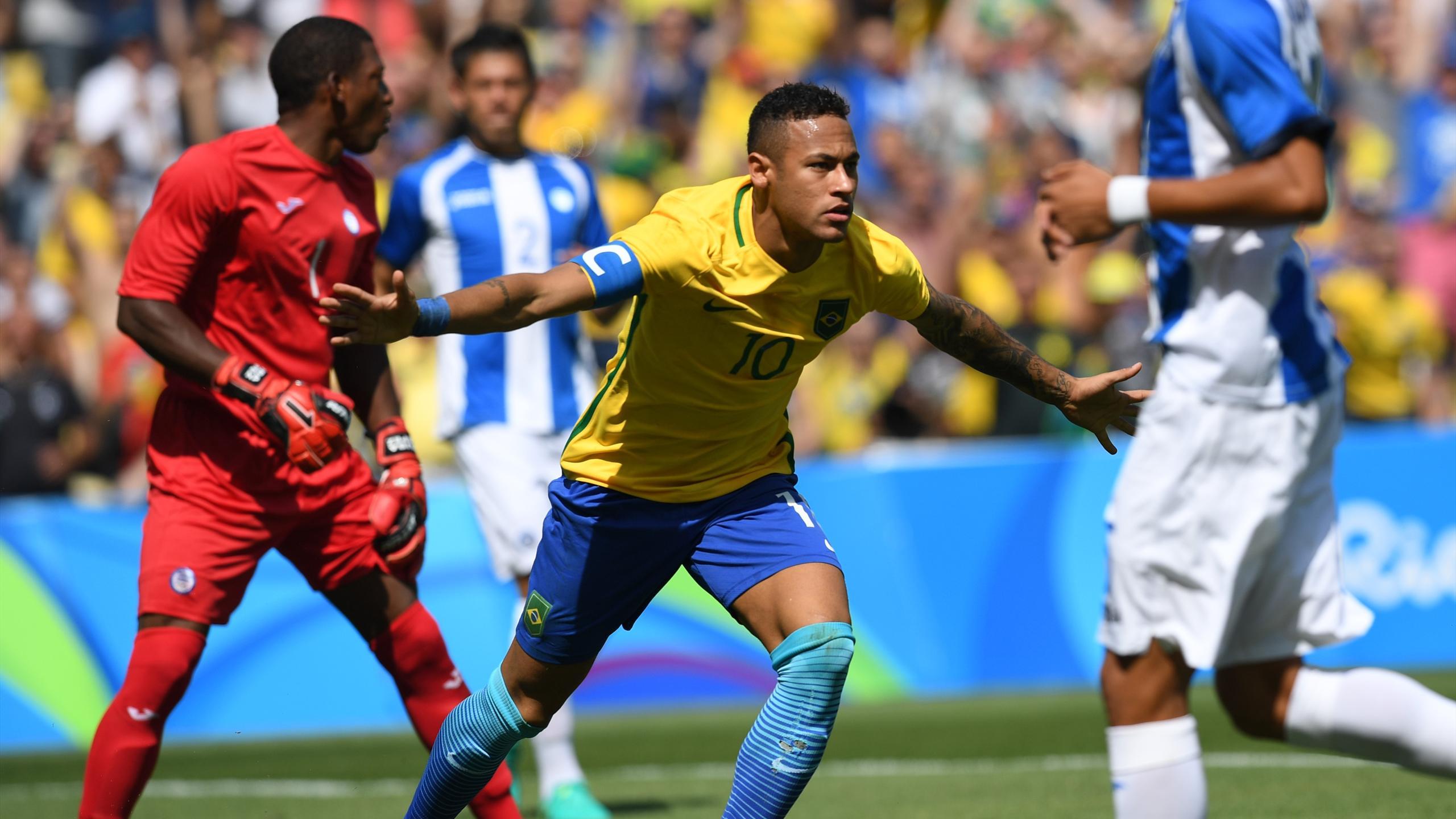 Brazil's Neymar (C) celebrates after scoring against Honduras during their Rio 2016 Olympic Games Men's semi-final football match at the Maracana Stadium
