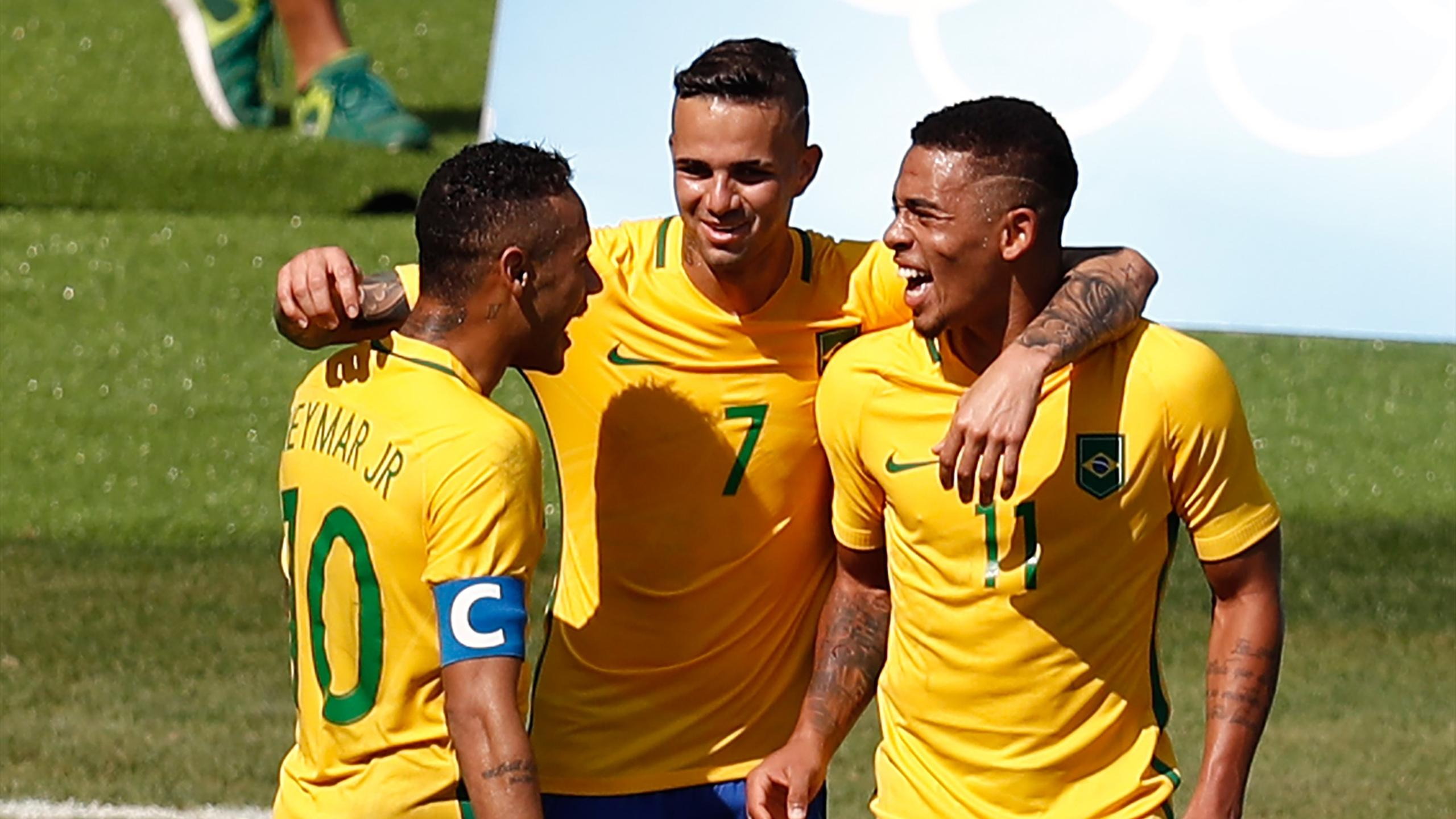 Brazil's Gabriel Jesus (R) celebrates with teammates Neymar (L) and Luan after scoring against Honduras during their Rio 2016 Olympic Games men's football semifinal match at the Maracana stadium in Rio de Janeiro