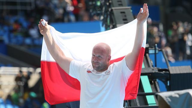 Олимпийский чемпион реализует медаль, чтобы посодействовать тяжелобольному ребенку
