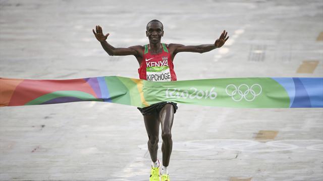 Kenya's Eliud Kipchoge surges to victory in men's marathon
