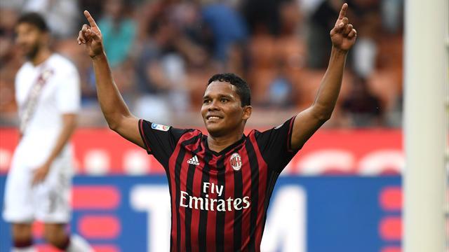Un triplé de Bacca sauve l'AC Milan pendant que l'Inter coule au Chievo