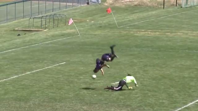 Школьник сделал сальто через вратаря и забил гол круче любого мяча Месси, Роналду или Роналдиньо