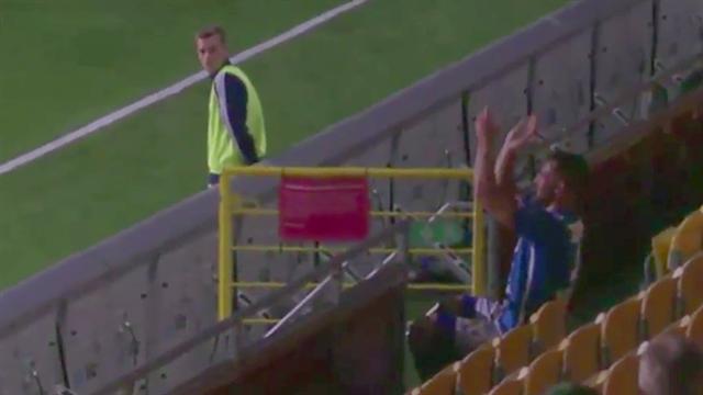Футболист так радовался хет-трику, что его удалили споля