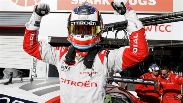 'Pechito' López, tricampeón provisional del mundo, con regalo a Muller en Motegi incluido