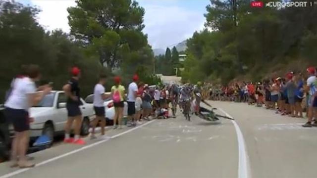 La Vuelta 2016: Un espectador imprudente tiró a un ciclista