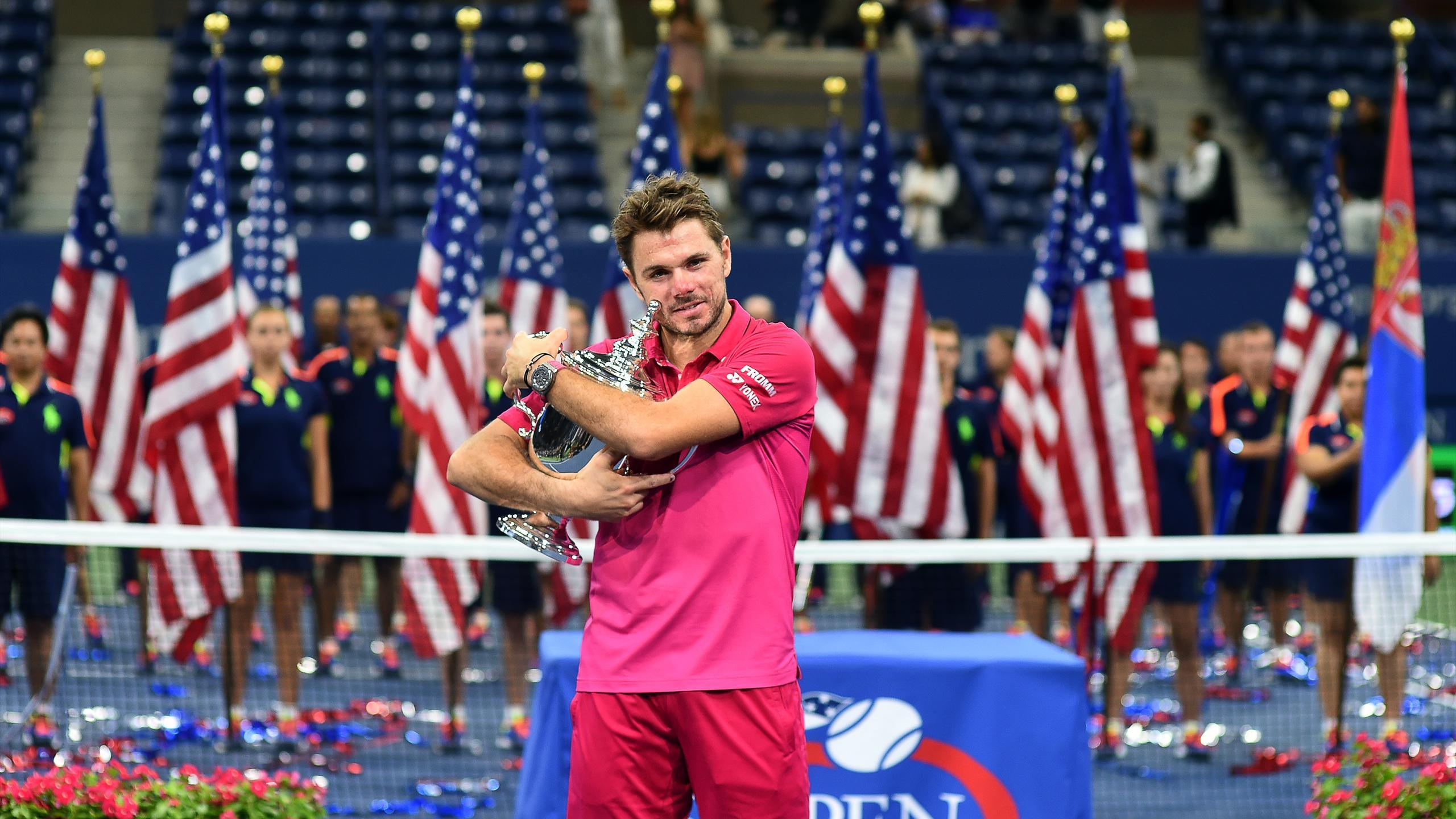 Stan Wawrinka holds the US Open trophy