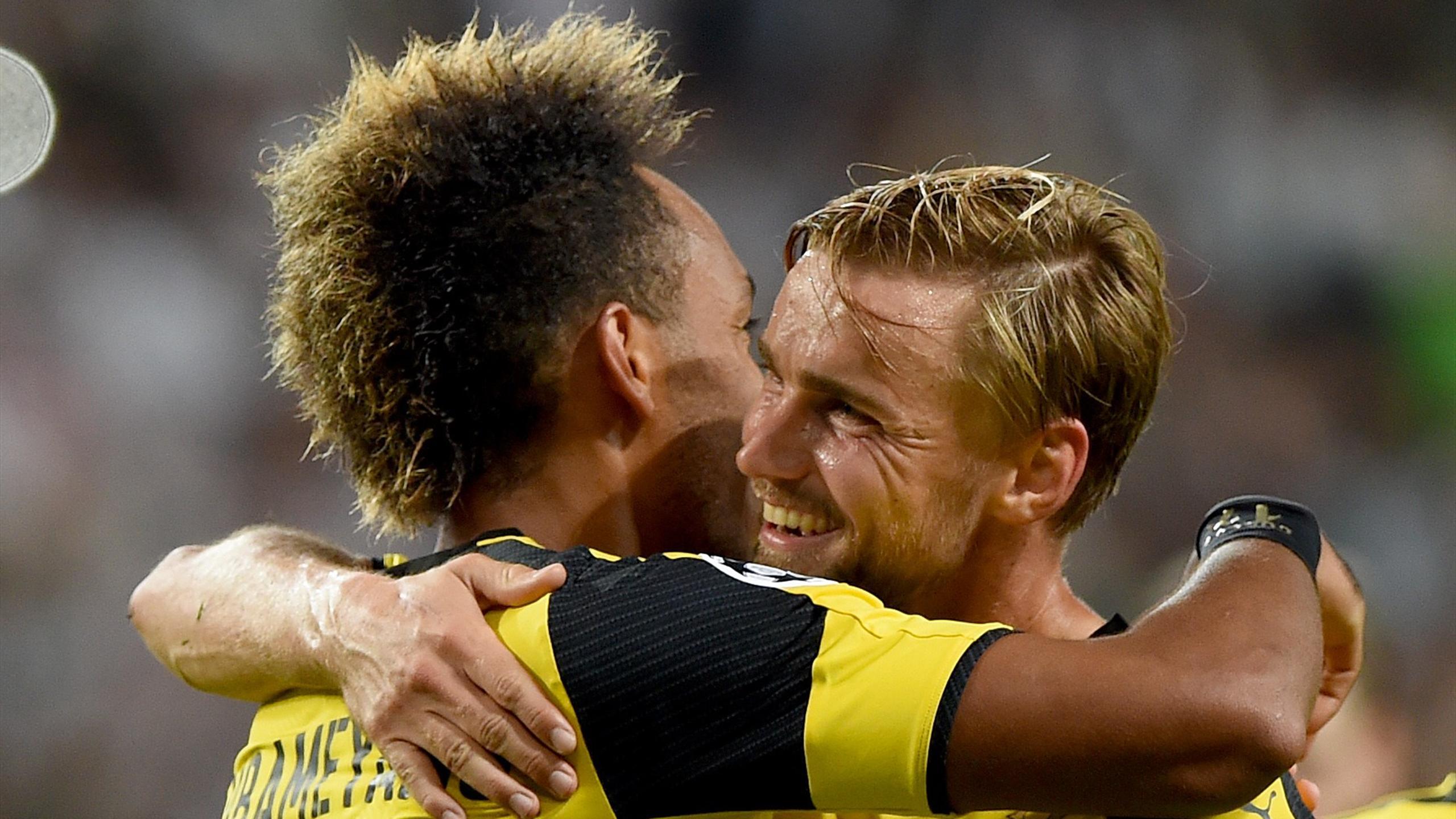 Aubameyang et Schmelzer lors de la victoire de Dortmund