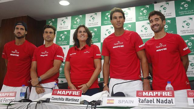 Conchita Martínez celebra la vuelta a la élite de la Davis: