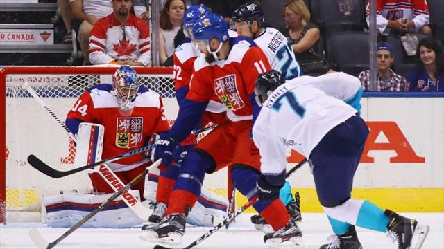 Хоккеисты сборной Европы победили Чехию 3:2 вовертайме наКубке мира