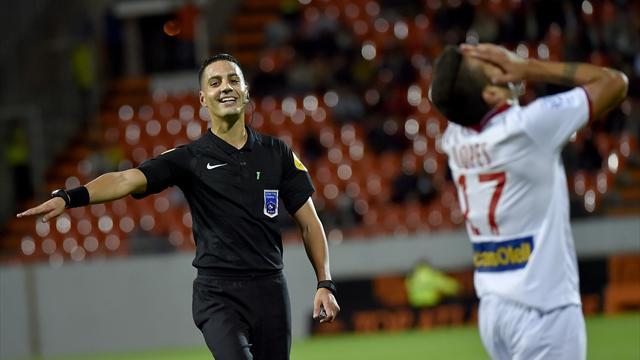 Pour obtenir des penalties, la Ligue 1 a-t-elle encore besoin d'un coup de main ?