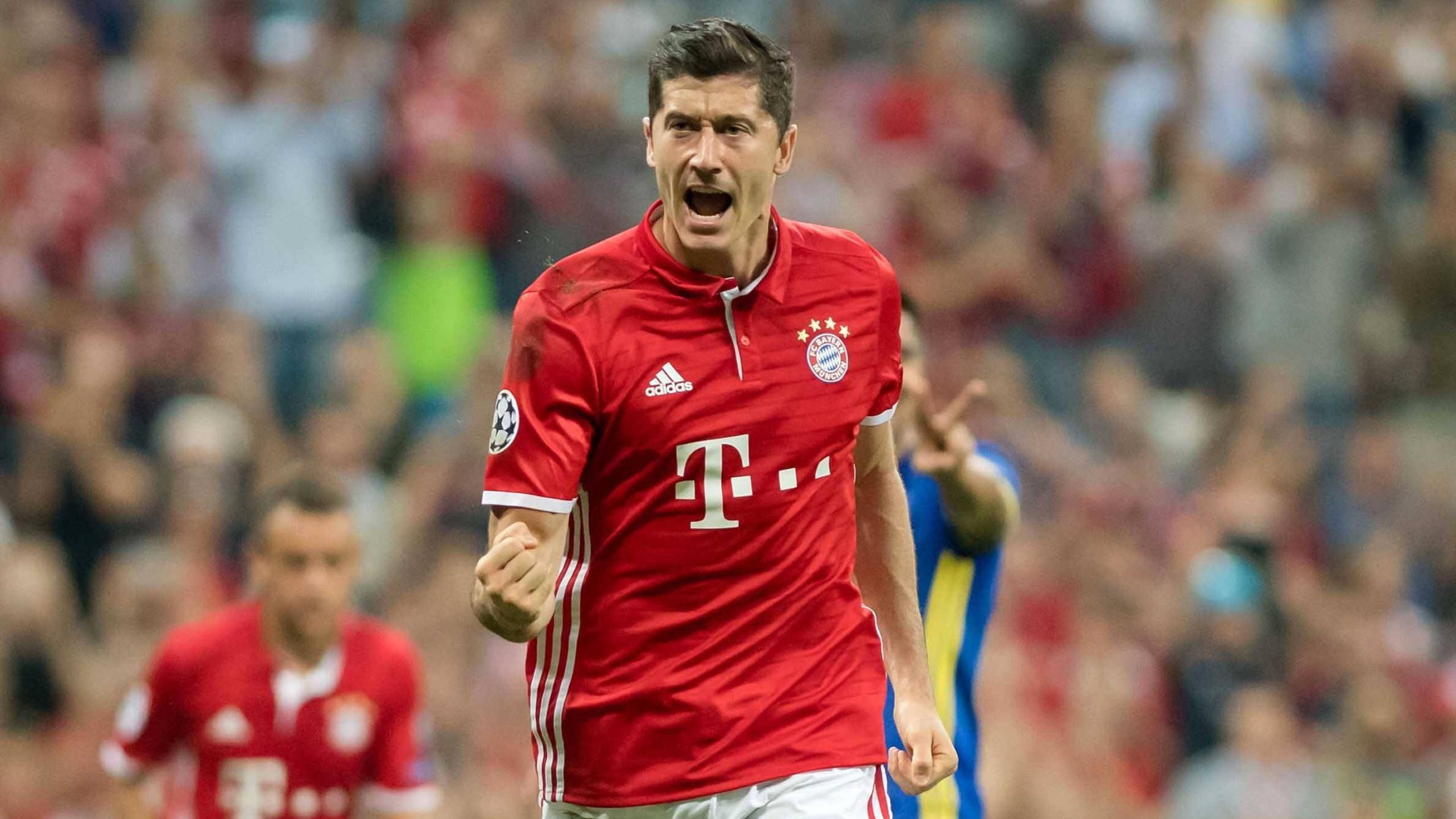 Robert Lewandowski celebrates a goal