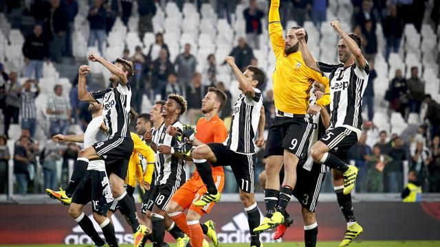 Juventus go top, Napoli frustrated at Genoa