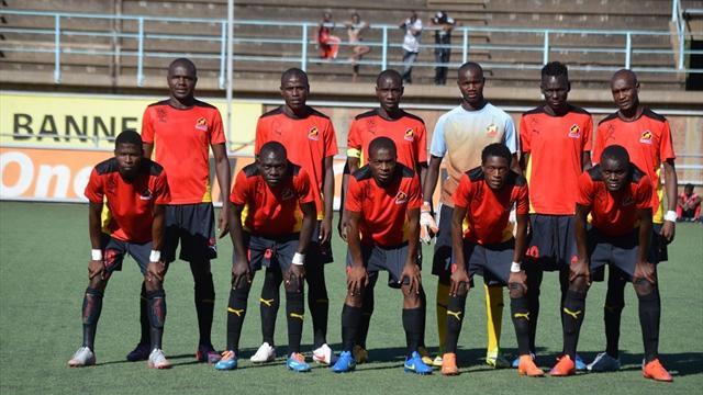 Два года неполучавшие заработную плату футболисты изЗимбабве вышли назабастовку