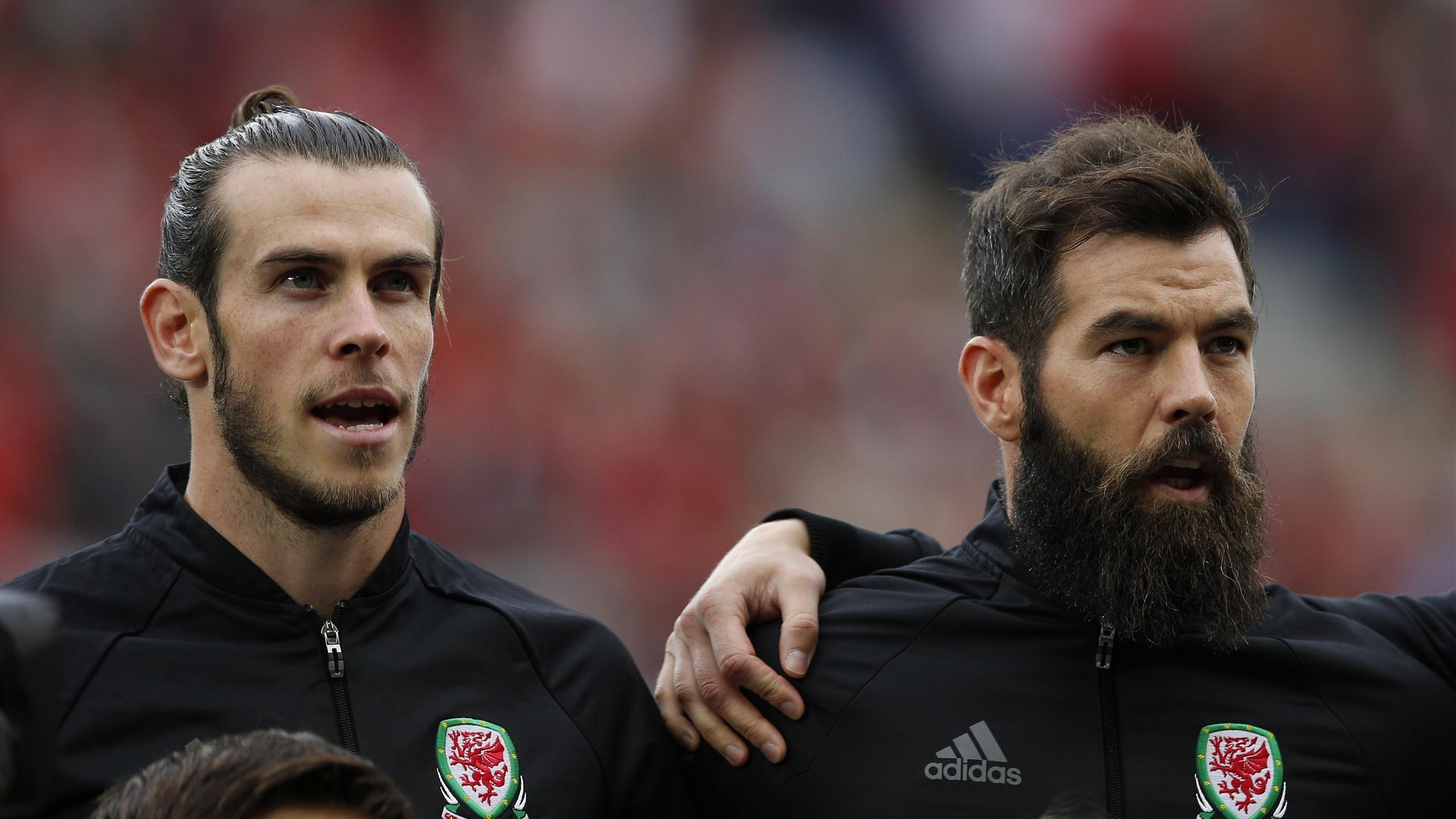 Wales' Gareth Bale, Joe Ledley and teammates line up before the match against Georgia