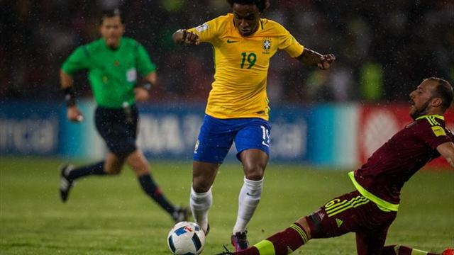 Brasil sí gana sin Neymar, hunde a Venezuela y se coloca líder (0-2)
