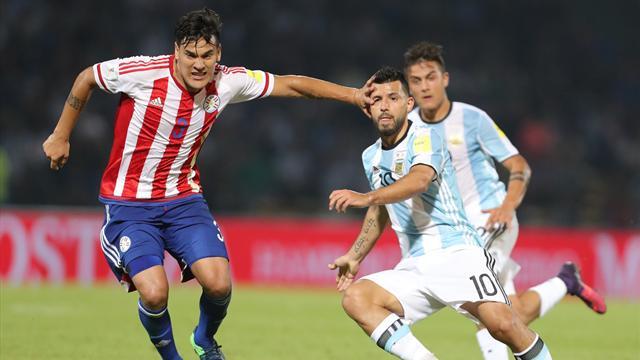 Argentina zozobra sin Messi y con un mal Agüero ante una sorprendente Paraguay (0-1)
