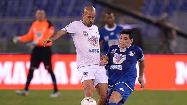 En plein match pour la paix, Maradona et Verón règlent leurs comptes