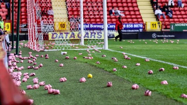 Piovono maiali in campo: sospesa partita tra Charlton e Coventry