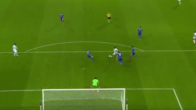 Après le penalty de Lacazette, Buffon a aussi privé Fekir de l'ouverture du score