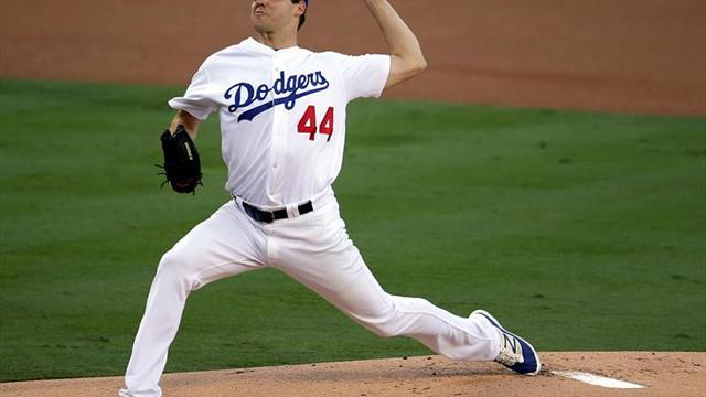 6-0. Hill supera a Arrieta, Grandal pega jonrón y dan ventaja a Dodgers