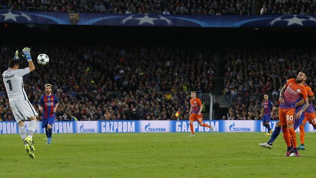Pep Guardiola defends Claudio Bravo after costly error in Barcelona defeat