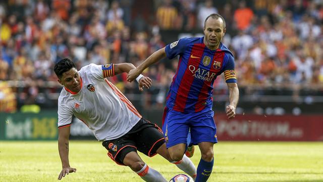 Sorti sur blessure, Iniesta est touché au genou