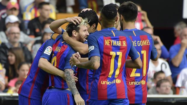 Aidé par Suarez, Messi a ouvert le score à Valence (mais le but n'aurait pas dû être validé)