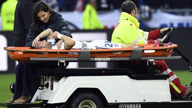 Sorti en pleurs sur une civière, Valbuena souffrirait d'une luxation de l'épaule