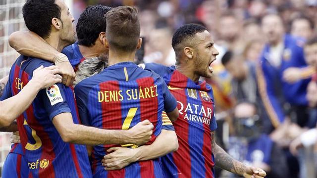 Andrés Iniesta, del Barcelona, cae lesionado ante Valencia
