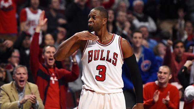 Баскетболист «Чикаго» Уэйд оштрафован заугрожающий жест вматче с«Бостоном»