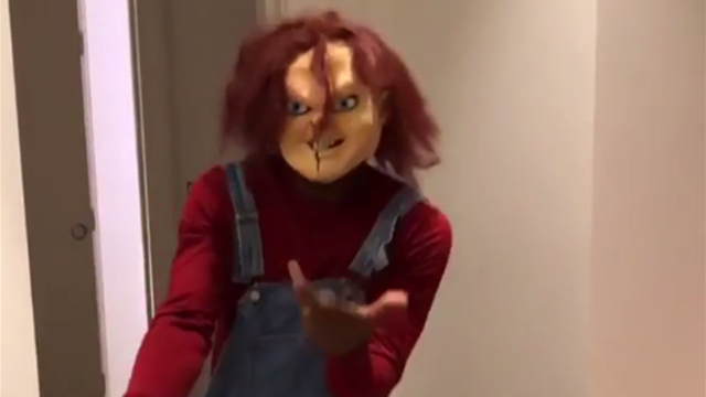 Déguisé en Chucky, Evra danse pour fêter Halloween