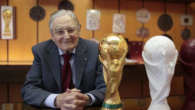 Addio a Silvio Gazzaniga, lo scultore della Coppa del mondo