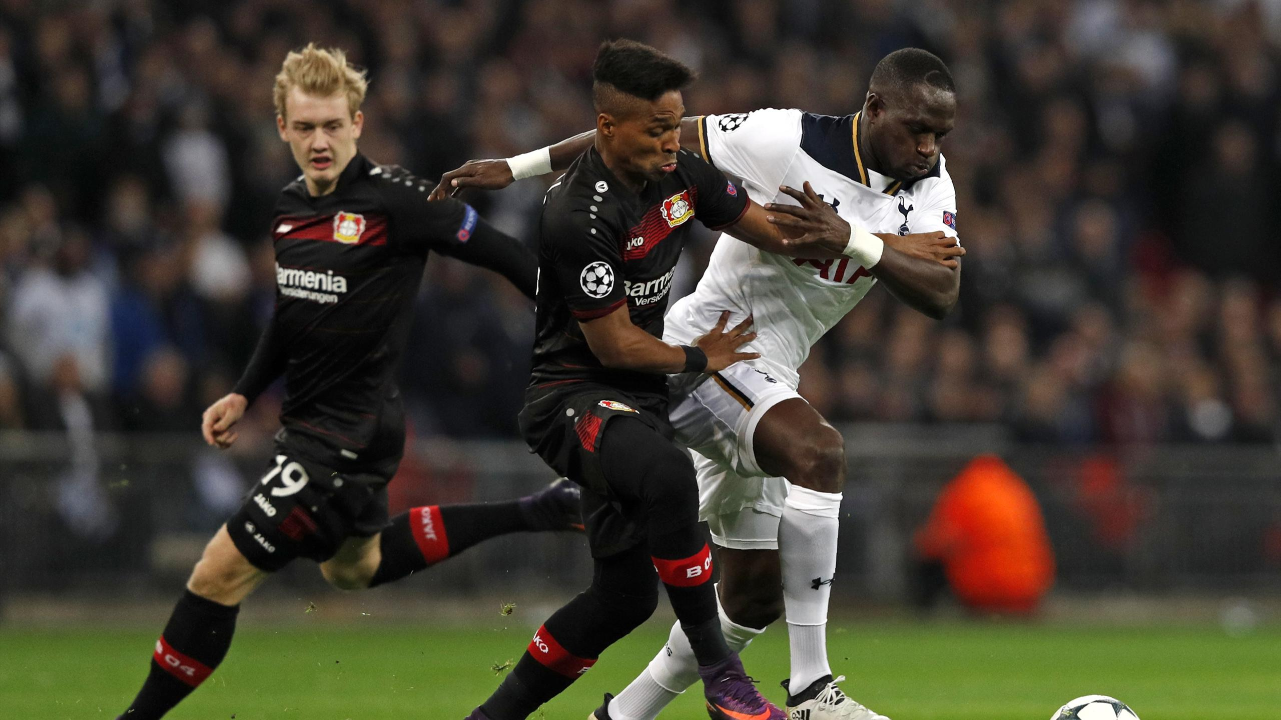 Tottenham Hotspur's French midfielder Moussa Sissoko (2nd R) vies with Leverkusen's Brazilian defender Wendell and Leverkusen's German midfielder Julian Brandt (R) during the UEFA Champions League group E football match between Tottenham and Bayer