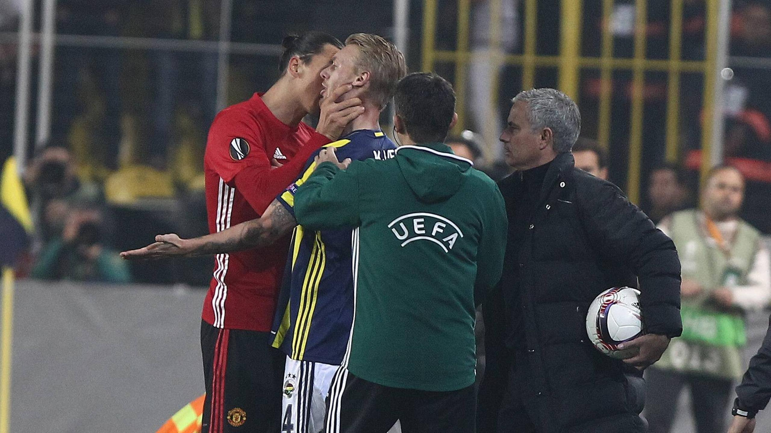 Zlatan Ibrahimovic (Manchester United) vs. Simon Kjaer (Fenerbahce)