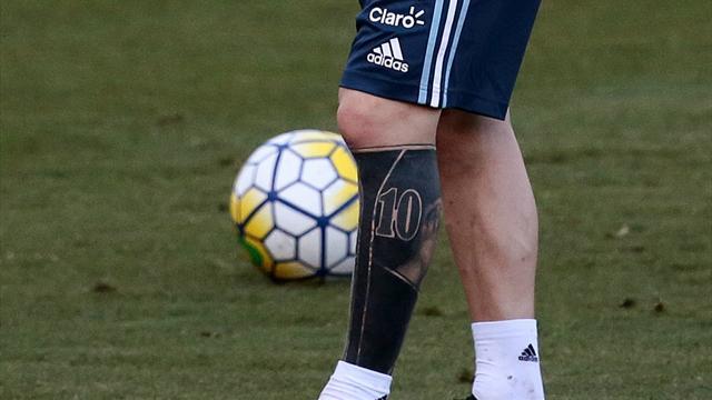 Messi a un nouveau tatouage très encombrant (et pas beau du tout)