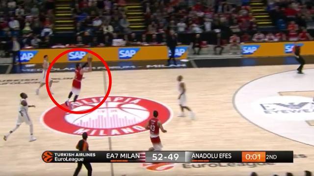Alessandro Gentile fantastico! Tripla sulla sirena da metà campo in Milano-Efes Istanbul