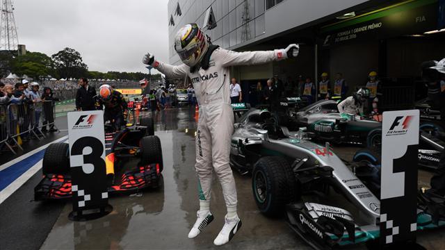 Schumacher ve Prost'u geçti