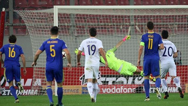 Olaylı maçta Yunanistan son dakikada puanı kaptı
