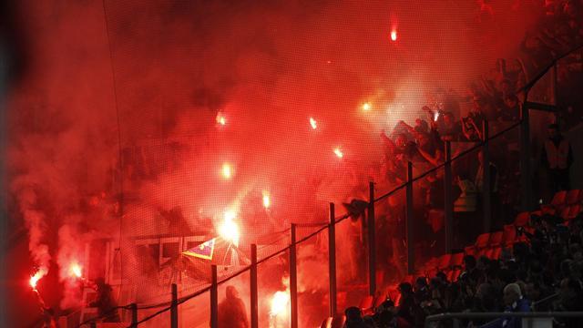 Греческие фанаты принесли на матч с Боснией баннер, высмеивающий геноцид боснийцев 1995 года